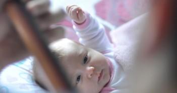 vauva_lapsi_pieni_piltti_imeväinen_unsplash