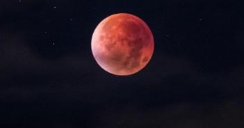 punainen_solu_punasolu_kuu_veri_verikuu_avaruus_unsplash