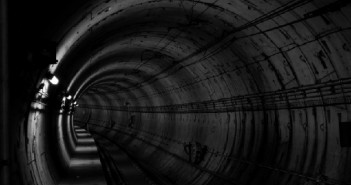 elämänmuutos_tunneli_suru_mieliala_apeus_masennus_unsplash_mielenterveys