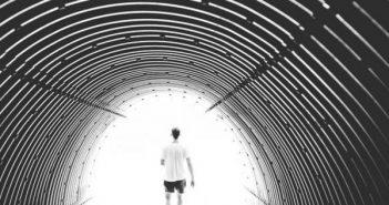tunneli_valo_suru_vapaus_paasy_masennus_